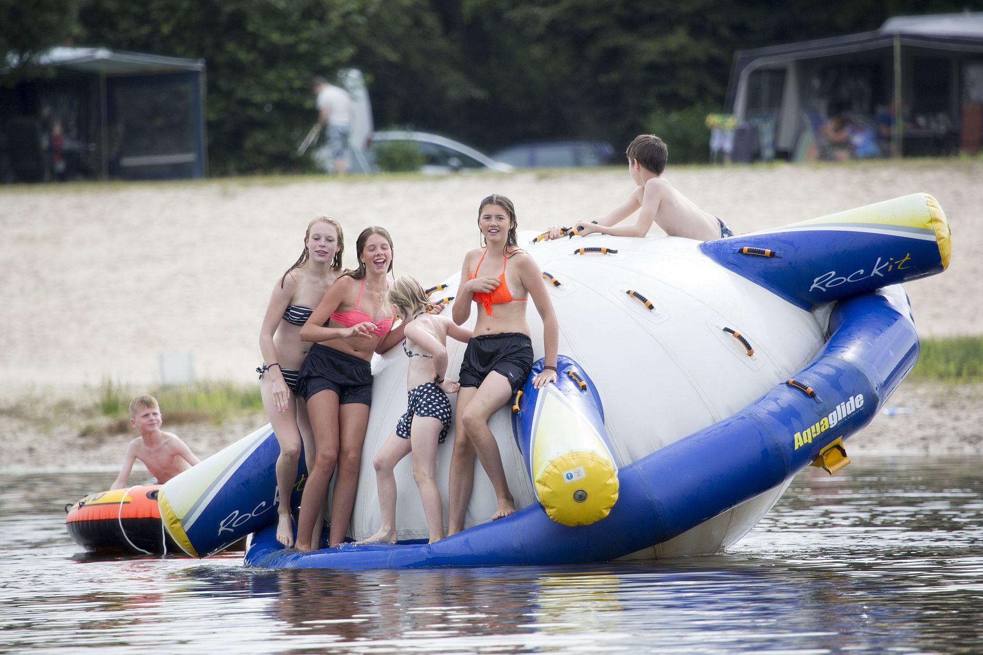 Recreatieplas in Overijssel met o.a. Tubby Splash en glijbanen! -