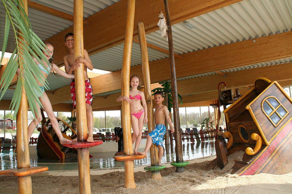 Zwembad reserveren - camping met overdekt zwembad in Hardenberg
