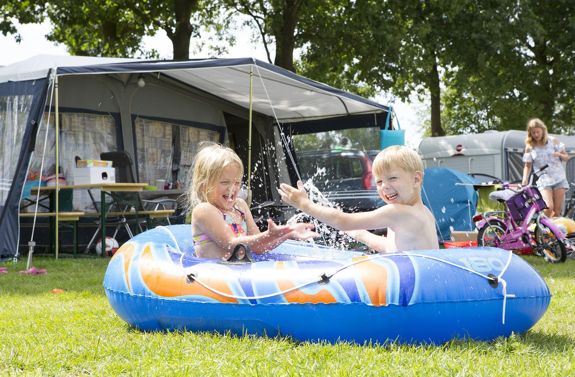 Comfort kampeerplaats op ANWB 5 sterren camping - Mooie comfort kampeerplaats