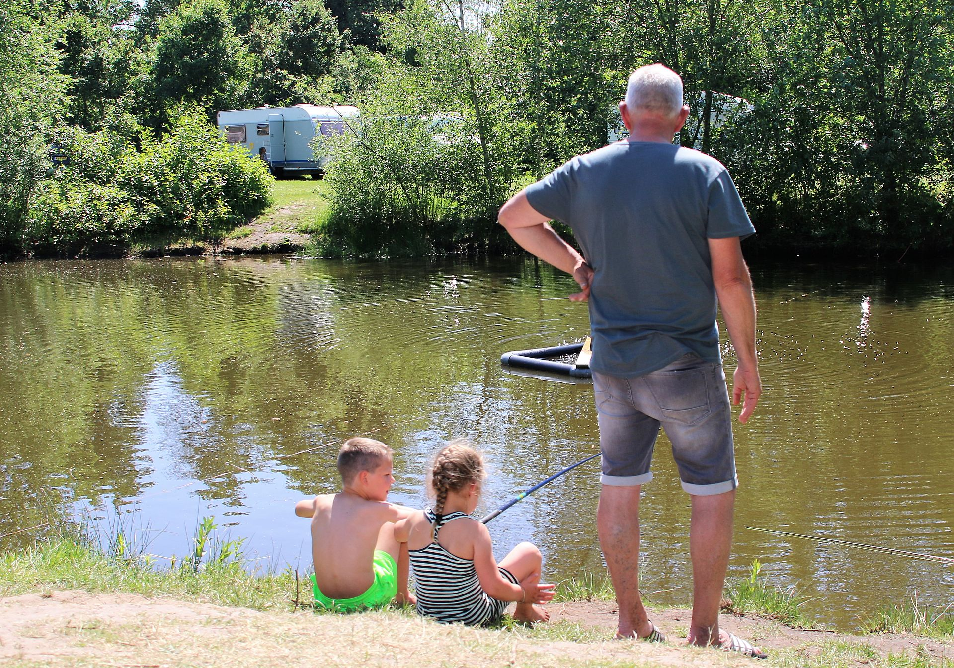 Vakantiepark met visvijver - Vakantiepark met visvijver