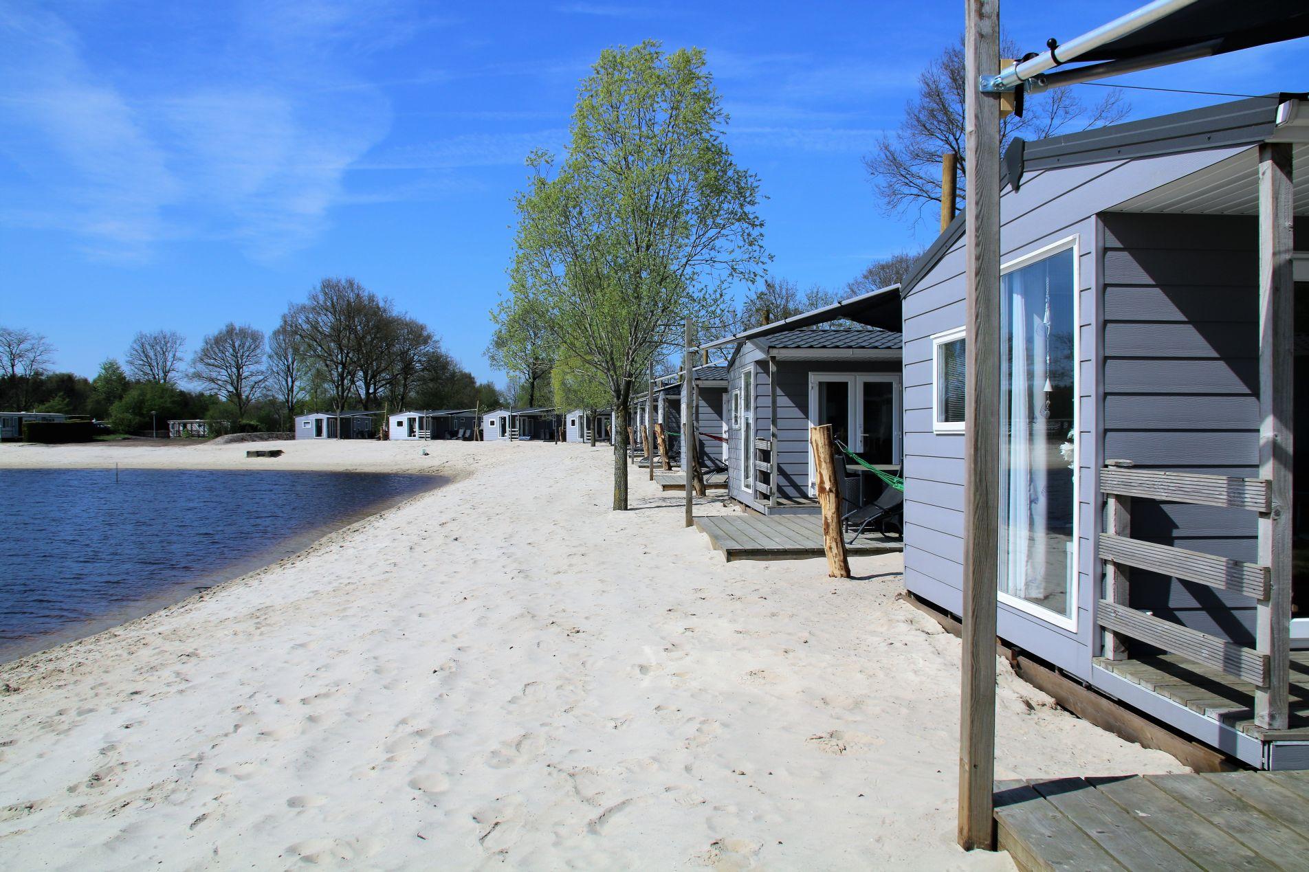 Strandchalet met overdekt terras! - mooie strandchalets