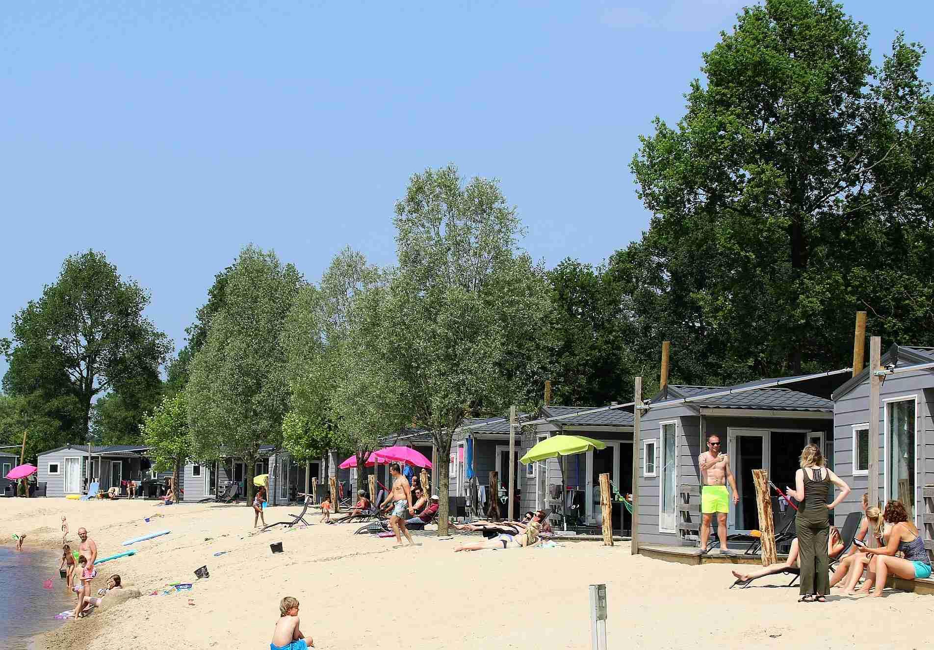 Strandchalet met terras aan het water - Strandchalet boeken in Overijssel