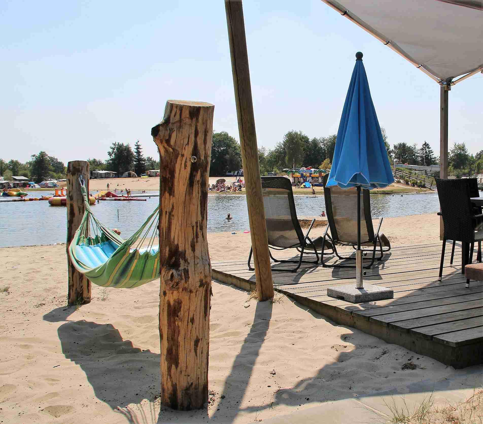 Strandchalet met terras aan het water - Strandchalet op het Stoetenslagh